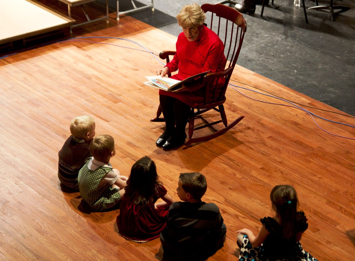 IMG_7841_1-Musicfest-Ruth-Peck-story-time-at-holiday-web-1200-wide
