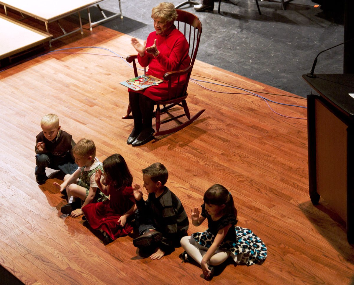 IMG_7845_1-Musicfest-Ruth-Peck-story-time-at-holiday-web 1200 wide
