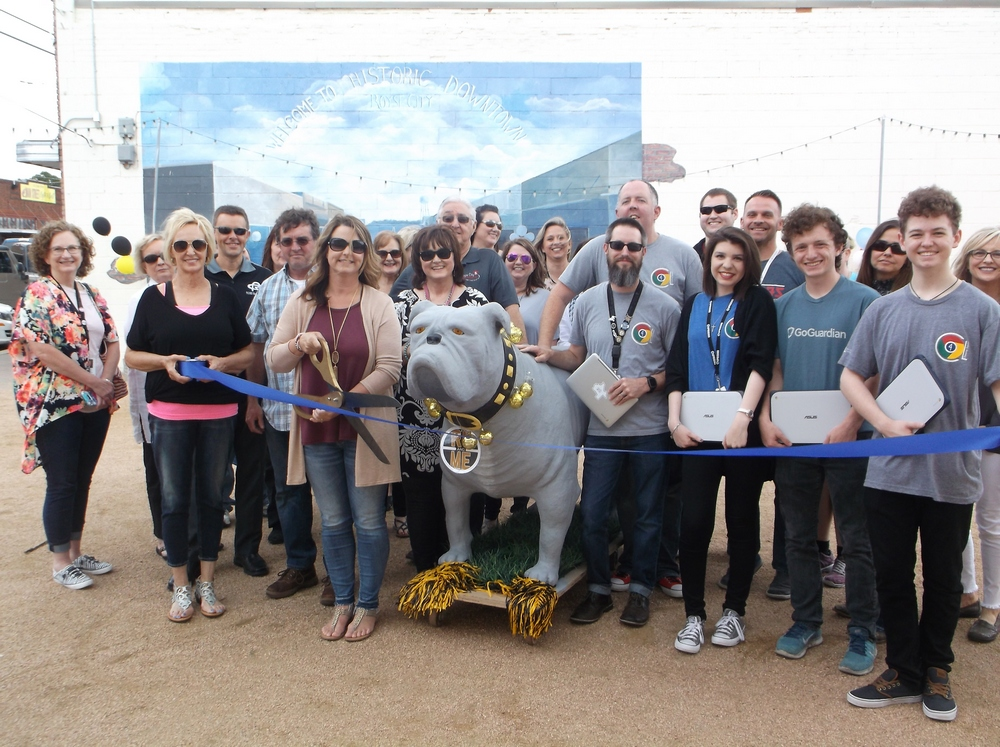 Royse City Chamber celebrates downtown WiFi installation with ribbon cutting