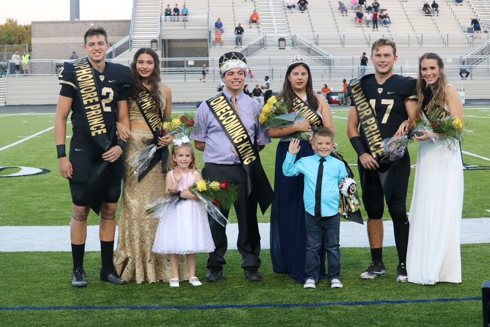 Royse City High School Homecoming King and Queen crowned at game