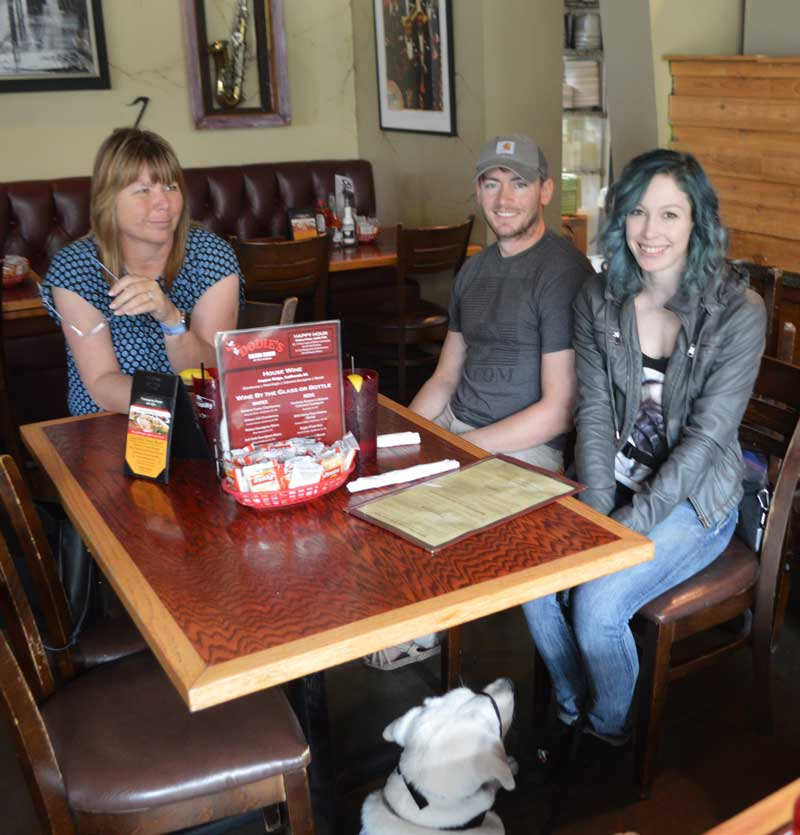 Dodie's serves free lunch to graduating Patriot Paws veterans