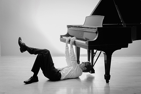 Comedic pianist Jason Lyle Black to perform live in Terrell