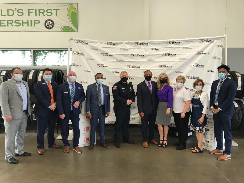 Toyota of Rockwall partners with Toyota/Lexus Minority Owners Dealership Association and the Salvation Army to feed local families in need