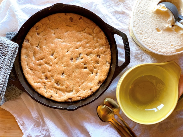 Cooking with Ease by Melissa Tate: Chocolate Chip Cookie Skillet