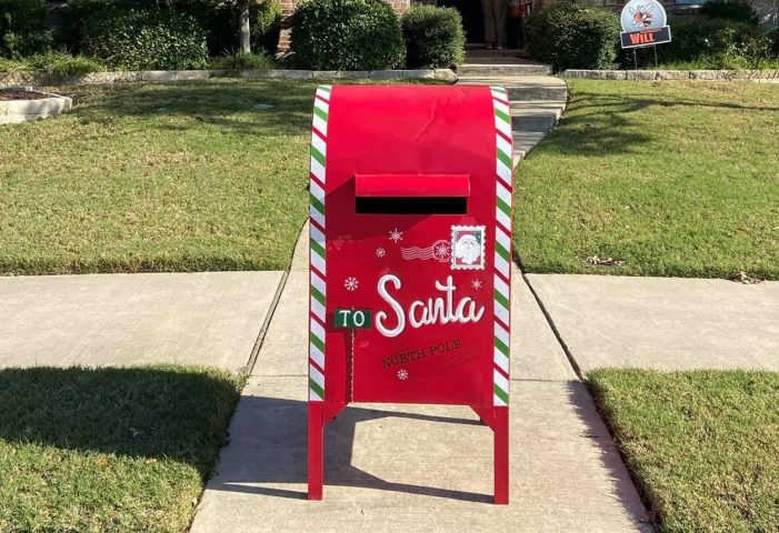 Rockwall neighbors rally to save Christmas after Santa's mailbox is stolen
